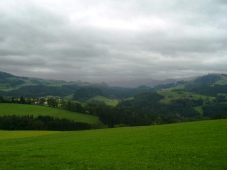 Ein weiterer Blick übers leider wolkenverhangene Voralpengebiet